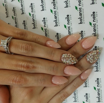 Dope Nails of the Day – Nude Sparkle